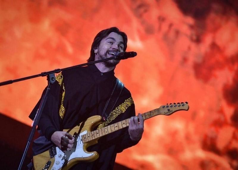 Juanes versionó METALLICA, tocó con Zeta y se unió a Fito en el 3er día de Rock Al Parque